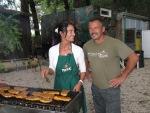 Bernhard und ich bei der zubereitung vom Joghurt